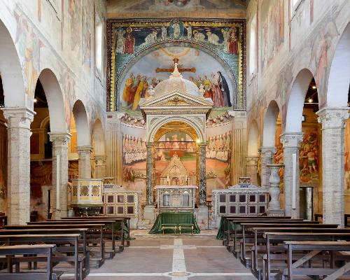 Interni della Chiesa di Santi Nereo e Achilleo a Roma