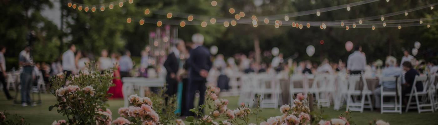 Ricevimento per un matrimonio in una location all'aperto